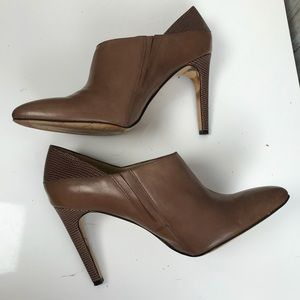 Ann Taylor sz 8.5 taupe leather croc shooties